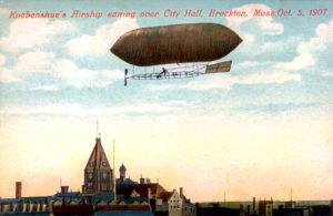 A 1907 postcard view of Roy Knabenshue's airship